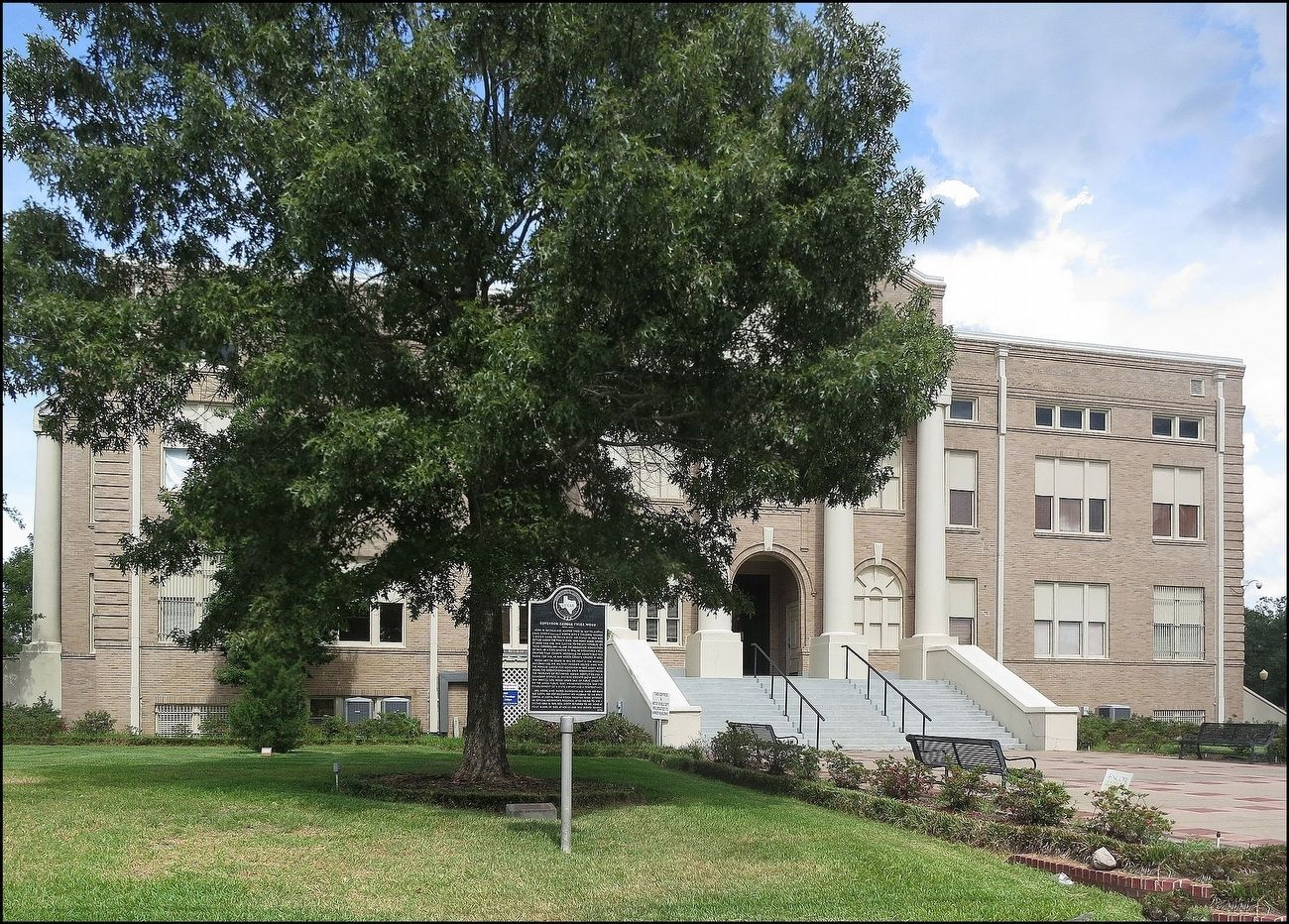 San Jacinto County Courthouse image. Click for full size.