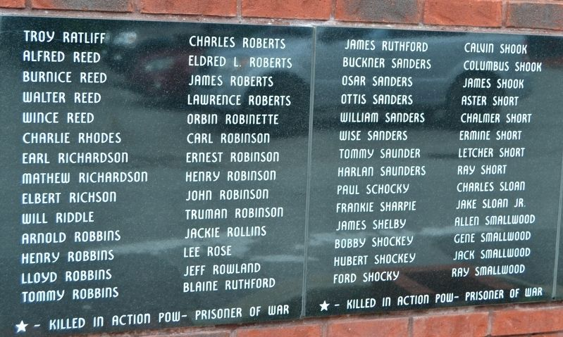 Names of World War II Veterans - Panels 16 and 17 image. Click for full size.