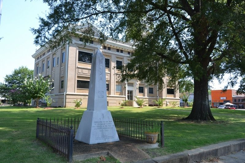 Monument at Chickasaw County Courthouse image. Click for full size.