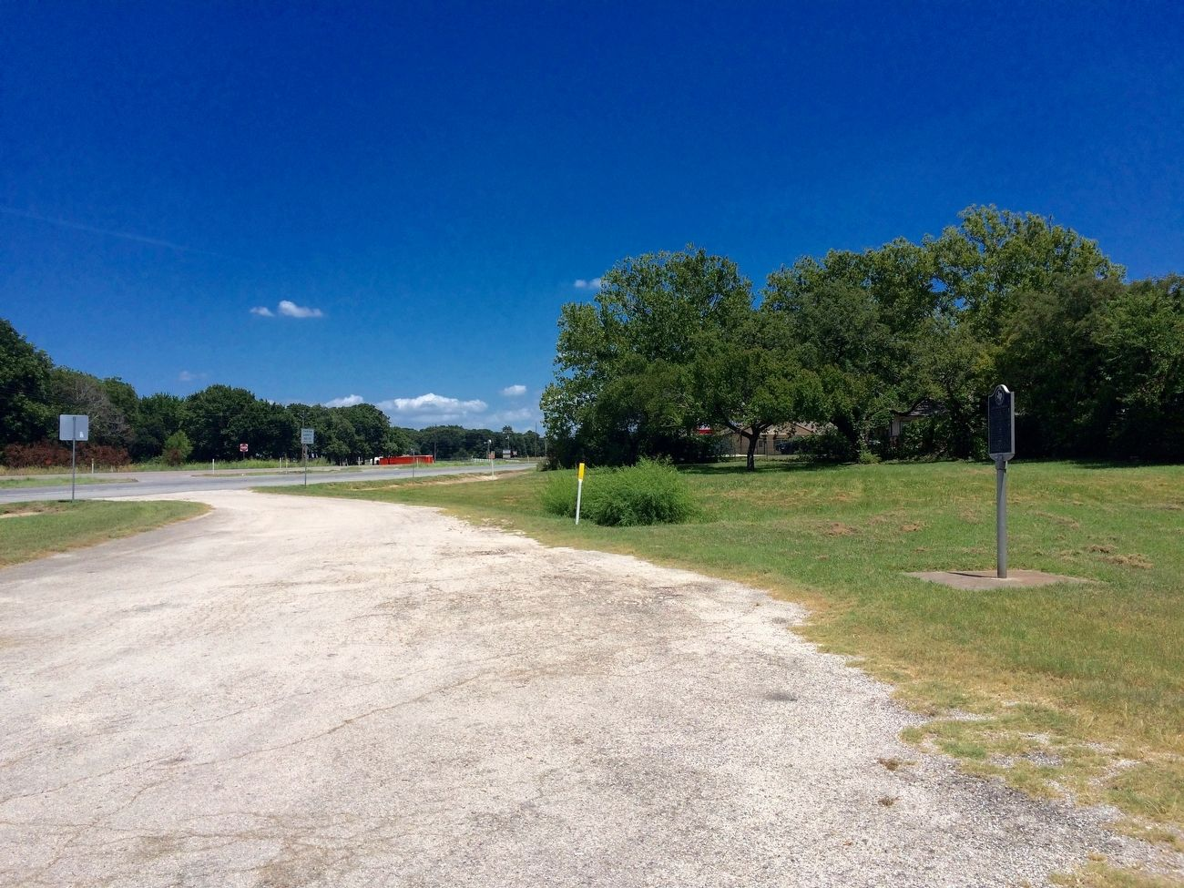 The Cross Timbers Marker looking east towards US Highway 82. image. Click for full size.