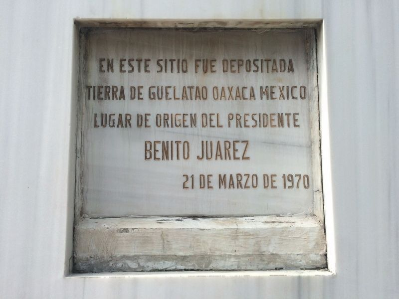 Benito Juárez marker on the monument's reverse image. Click for full size.