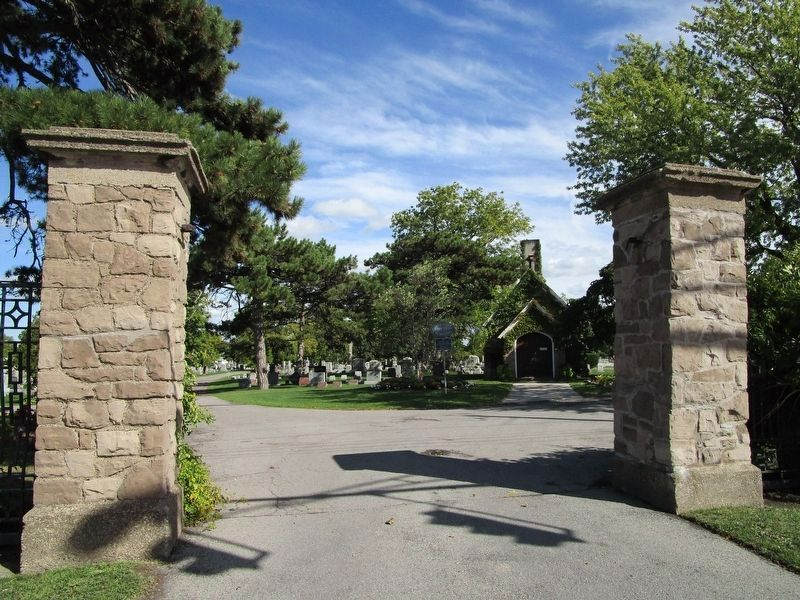 Oakwood Cemetery Entrance image. Click for full size.
