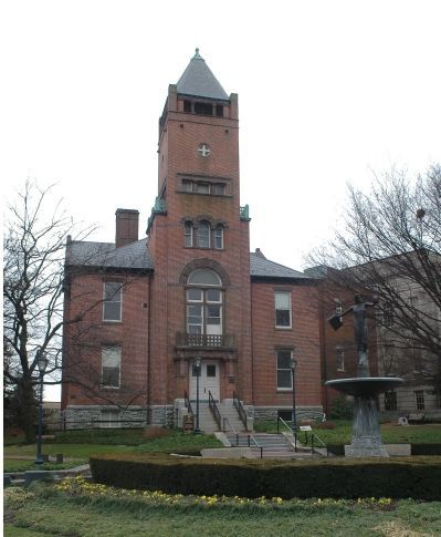 Old Red Brick Courthouse image. Click for full size.
