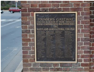 Founders' Gateway Tablet on the Right Gatepost image. Click for full size.