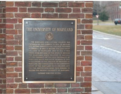 University of Maryland Tablet on the Left Gatepost image. Click for full size.