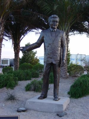 Statue of Don Laughlin image. Click for full size.