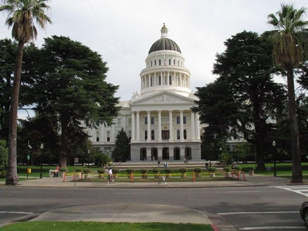 California State Capitol Building image. Click for full size.