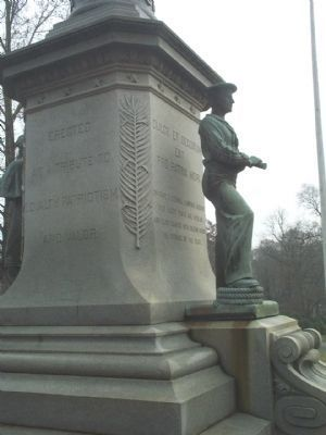 Back and Sailor's Side of Monument image. Click for full size.