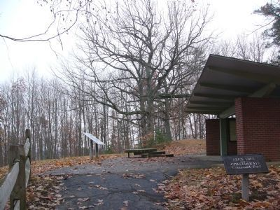 Lee's Hill Exhibit Shelter image. Click for full size.