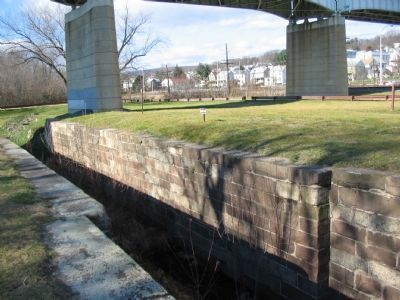 Lock 30 at Brunswick image. Click for full size.