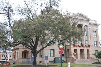 Marker and Williamson County Courthouse image. Click for full size.