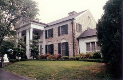 Graceland Mansion image. Click for full size.