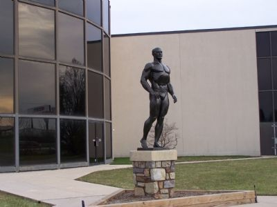 Bodybuilder Statue in front of Hall of Fame image. Click for full size.