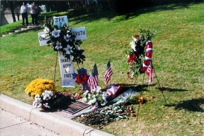 Curbside remembrances to John F. Kennedy. image. Click for full size.