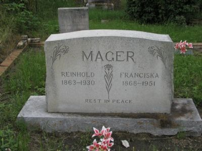 Reinhold and Franciska Mager Gravestone image. Click for full size.