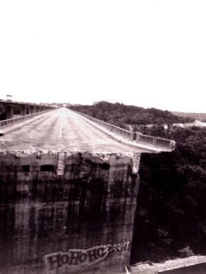 Demolition of original Robert E. Lee Bridge image. Click for full size.