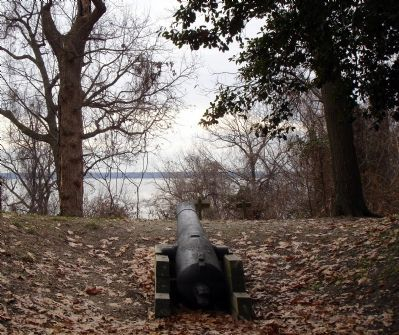 Civil War Naval Cannon 32 Pounder image. Click for full size.