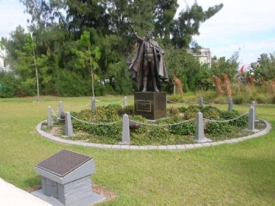 Gunther Gebel-Williams Marker and statue image. Click for full size.