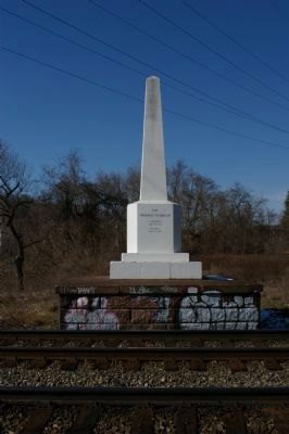 Thomas Viaduct Obelisk image. Click for full size.