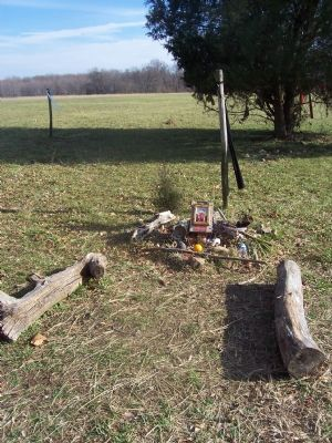 Decorated gravesite of Turkey Tayac, Accokeek Creek, Piscataway Park image. Click for full size.