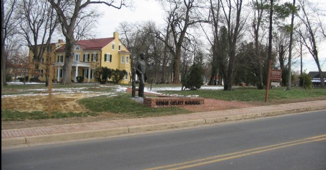 The Marshall Statue and Dodona Manor image. Click for full size.