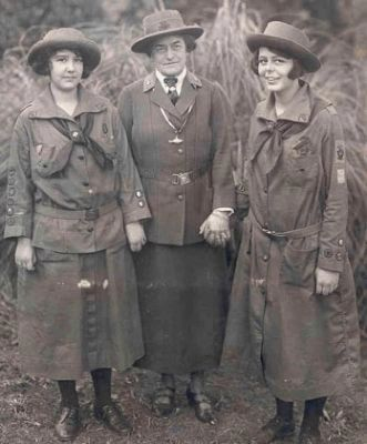 Juliette Gordon Low ( center) with two Girl Scouts image. Click for full size.