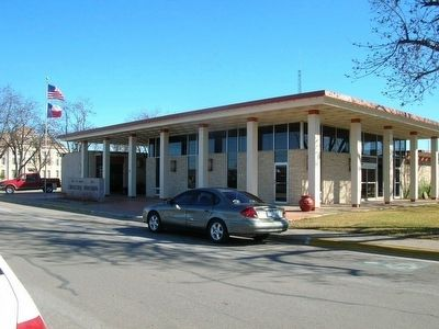 The Hondo Municipal Building image. Click for full size.