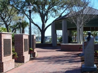 Riverfront Park, along the Beaufort River, town of Beaufort image. Click for full size.