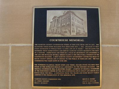 Courthouse Memorial image. Click for full size.