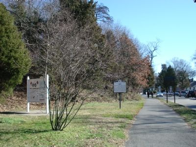 Wide View of the Washington-Rochambeau Route Marker image. Click for full size.