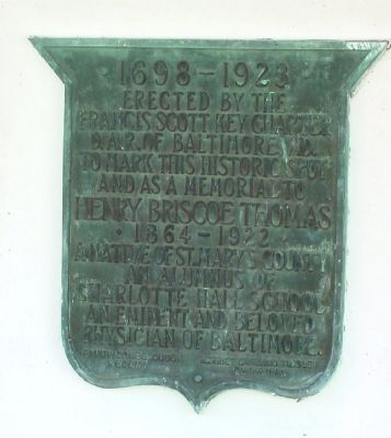 Right Gatepost Plaque image. Click for full size.