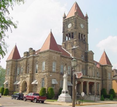 Wetzel County Courthouse and Monument image. Click for full size.