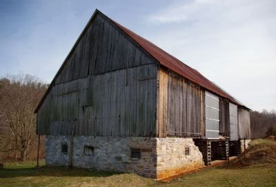 Barn near marker image. Click for full size.
