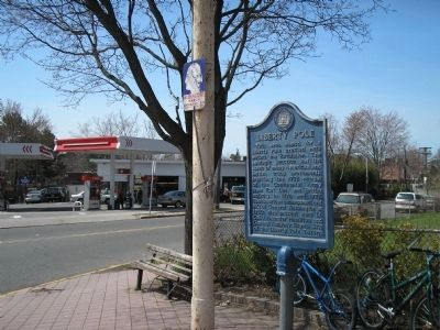 Marker at traffic circle image. Click for full size.