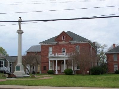 Second Courthouse with Confederate Monument image. Click for full size.