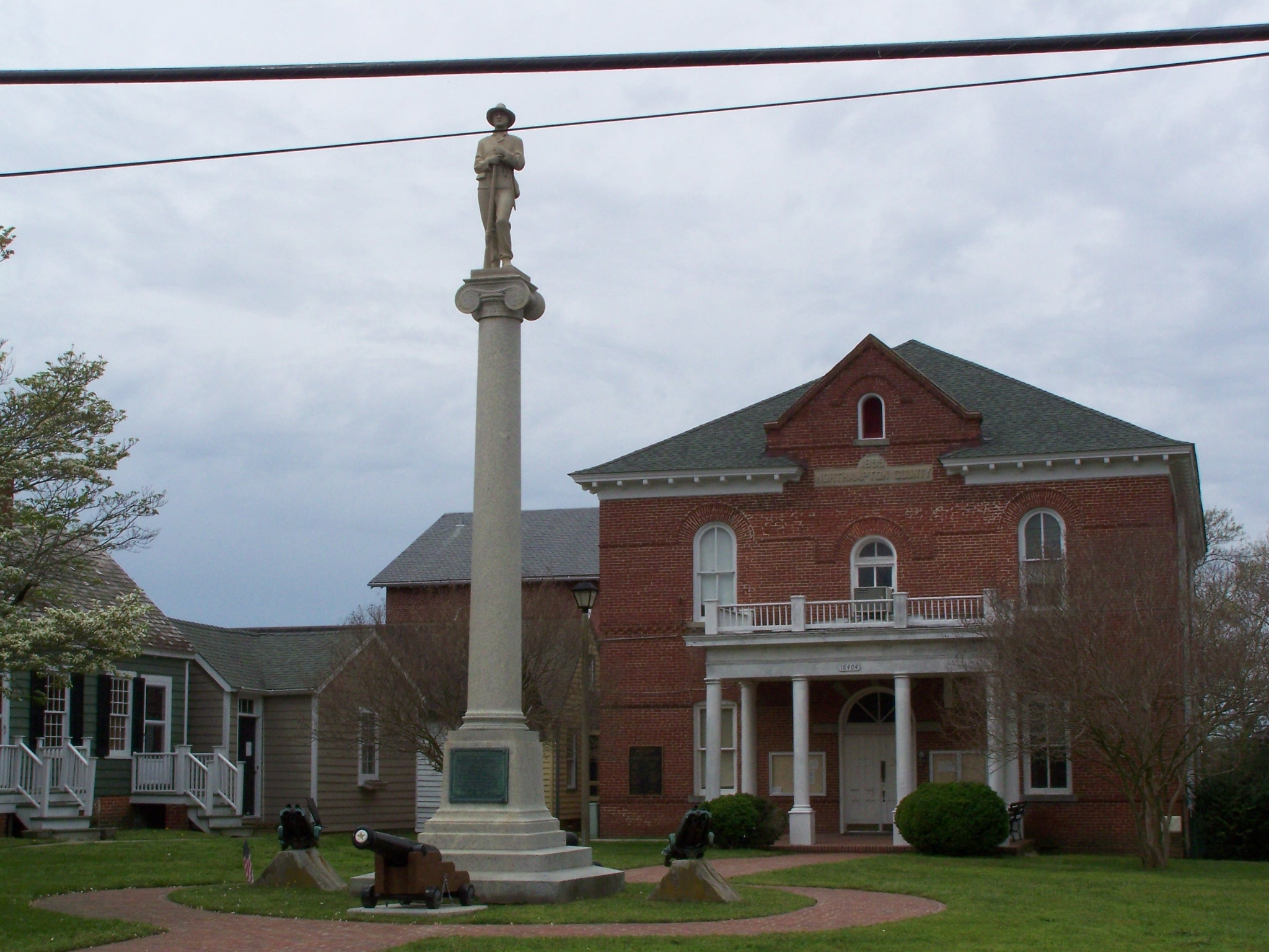 Full view of monument. and courthouse grounds