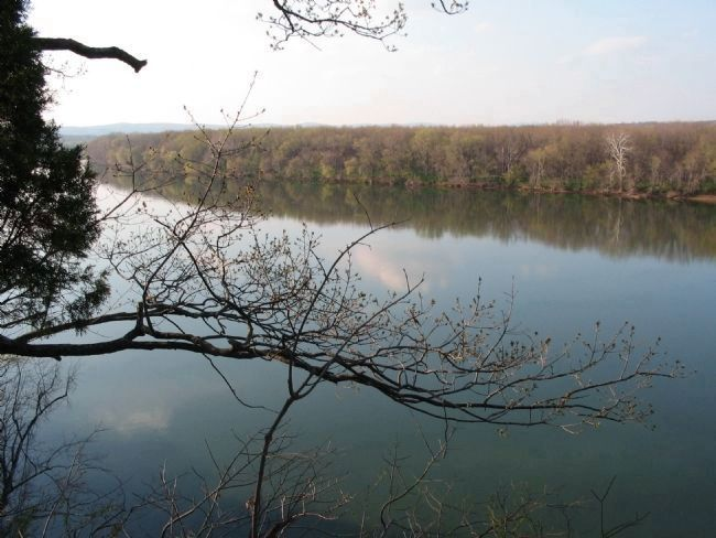 Overlook of the Potomac River image. Click for full size.