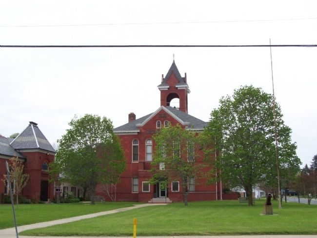 Accomack County Courthouse and Lawyer's Row image. Click for full size.