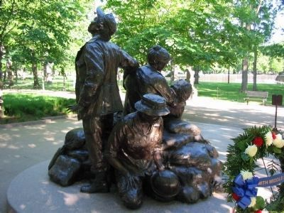 Vietnam Woman's Memorial image. Click for full size.