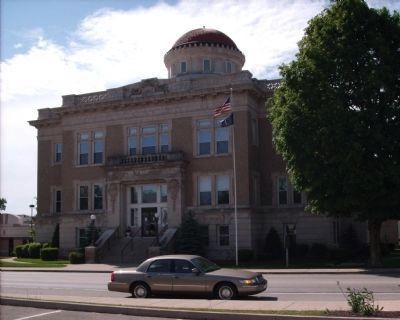 Warren County Courthouse image. Click for full size.