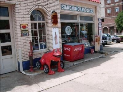 Old Time Jonesy's Gas Station Items image. Click for full size.
