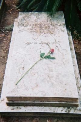 "Johnny Mercer Grave site at Savannah's Bonaventure Cemetery . "" and the angels sing "" image. Click for full size."