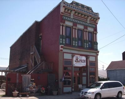 Tacky Apron Antiques & Bakery - Building image. Click for full size.