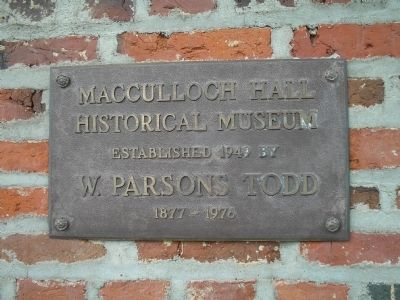 Macculloch Hall Plaque image. Click for full size.