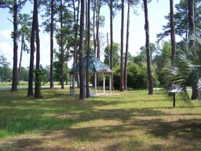 Partial view of The Dead Town Of Sunbury Marker, at right, in small park image. Click for full size.