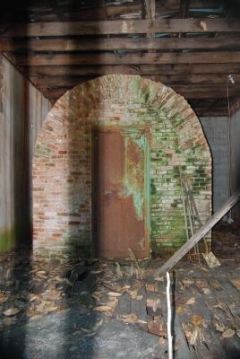Lowndesville Bank Vault image. Click for full size.