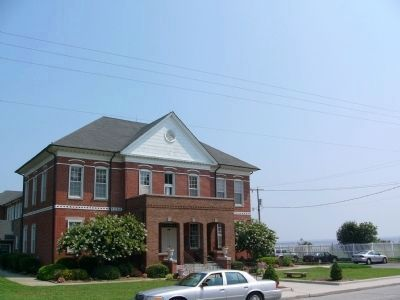 Currituck County Courthouse image. Click for full size.