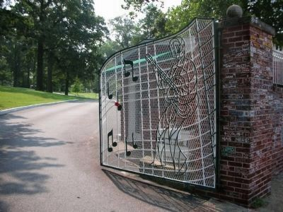 Graceland's Right Gate image. Click for full size.