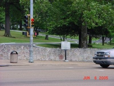 Elvis Aaron Presley Marker from across street. image. Click for full size.