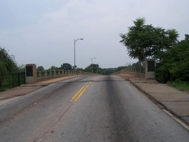 Jefferson Davis Bridge, Markers left and right image. Click for full size.